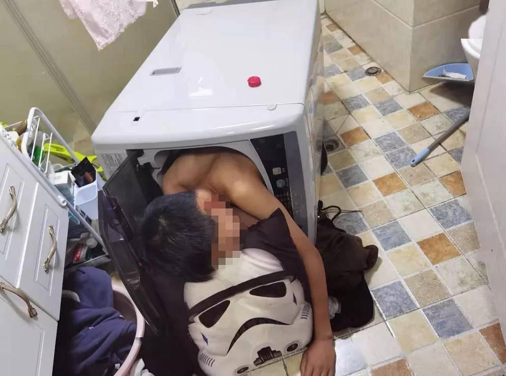 """做完作业太兴奋?12岁男孩突发奇想,趁爸妈睡觉后钻进洗衣机,就为体验""""转转乐"""""""