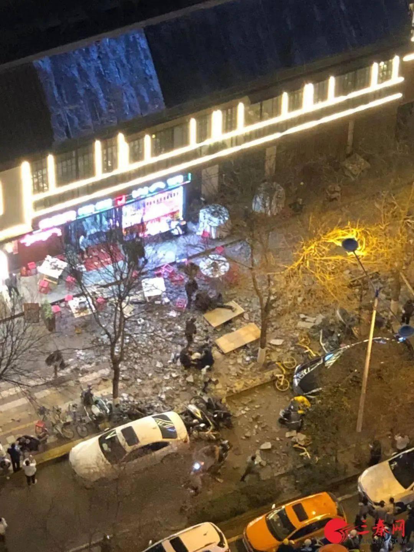 突发!餐饮店垮塌,砸伤多名顾客……