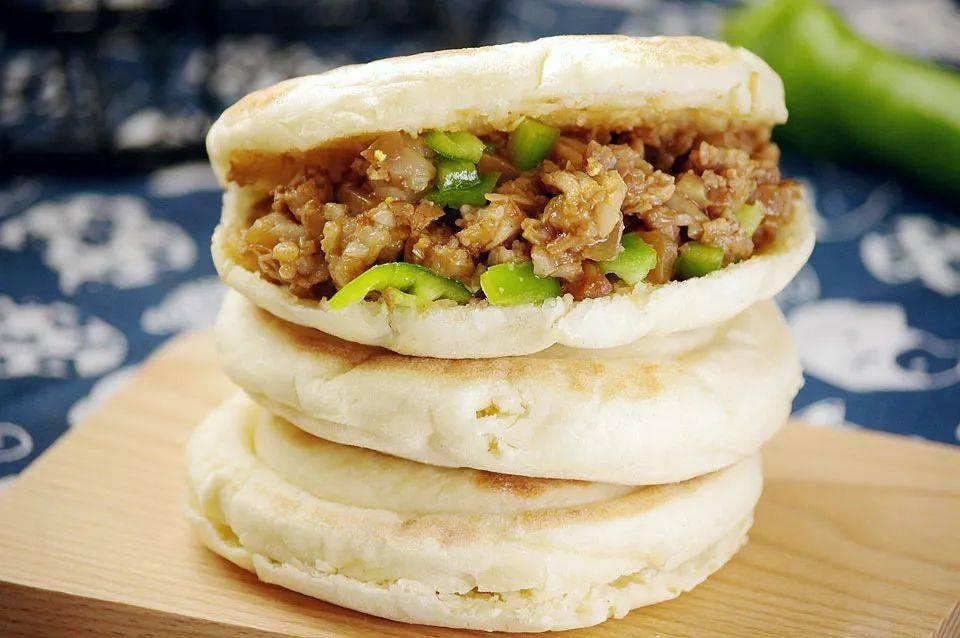 肉夹馍:饼香肉软烂,一口气吃三个都不觉得腻