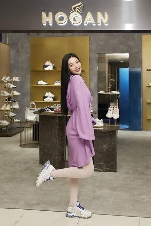Red Velvet Joy,穿运动鞋也不屈辱的时尚达人