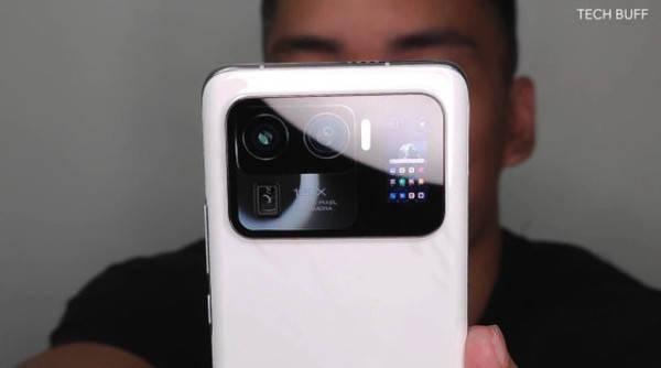 小米11 Pro手机有副屏!真机上手图在发布前亮相_相机