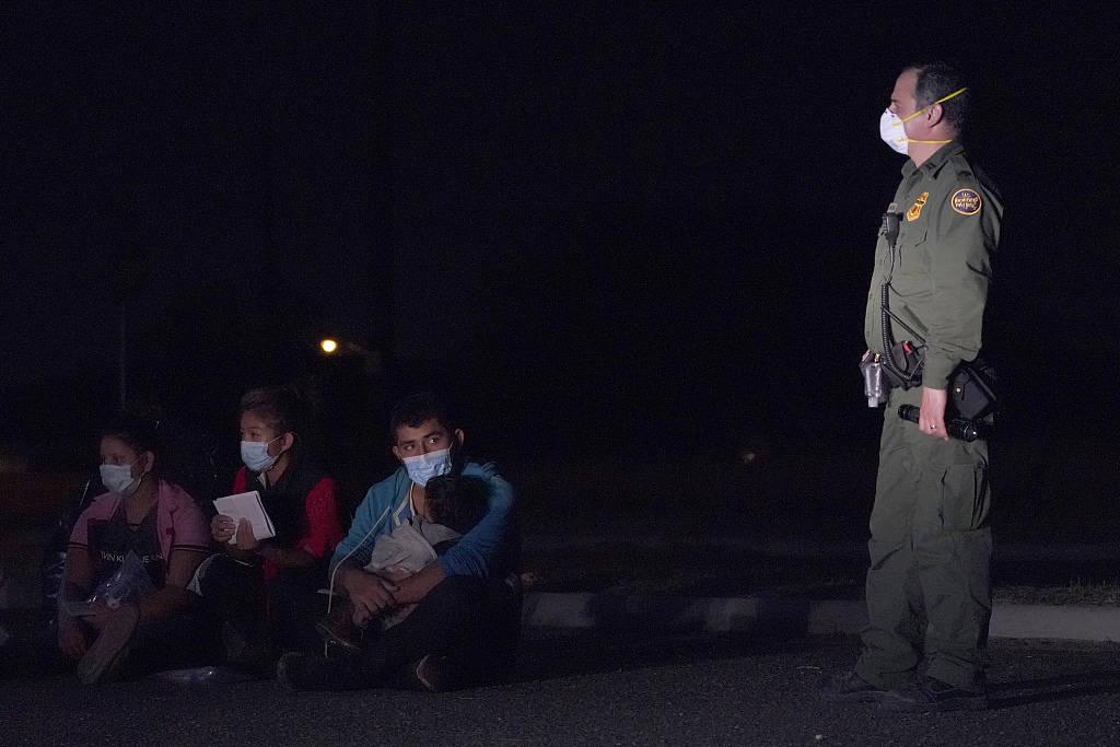 美国边境收容所超500名儿童移民感染新冠