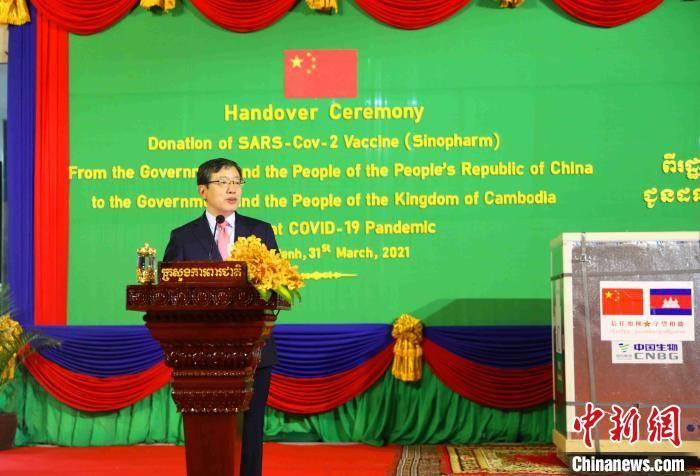 柬埔寨举行隆重仪式迎接中国第二批援柬新冠疫苗