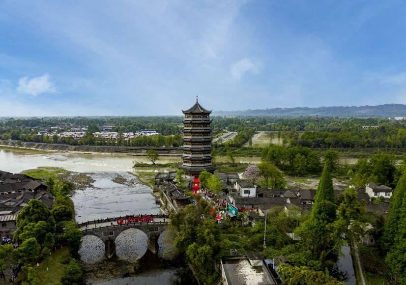 清明假期第二天 四川重点旅游景区持续火爆
