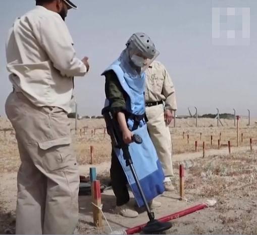 """盛图注册40天培训后,伊拉克首支全女性排雷队""""武装""""上岗(图2)"""