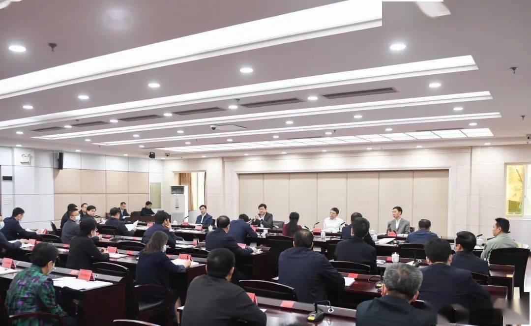 王小东主持市委常委会会议 进一步研究部署全市政法队伍教育整顿工作