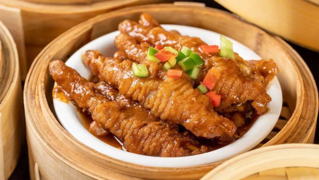 5折!9.9元脆皮乳鸽!北京路「街坊茶楼」,奶奶要跟00后抢位吃!