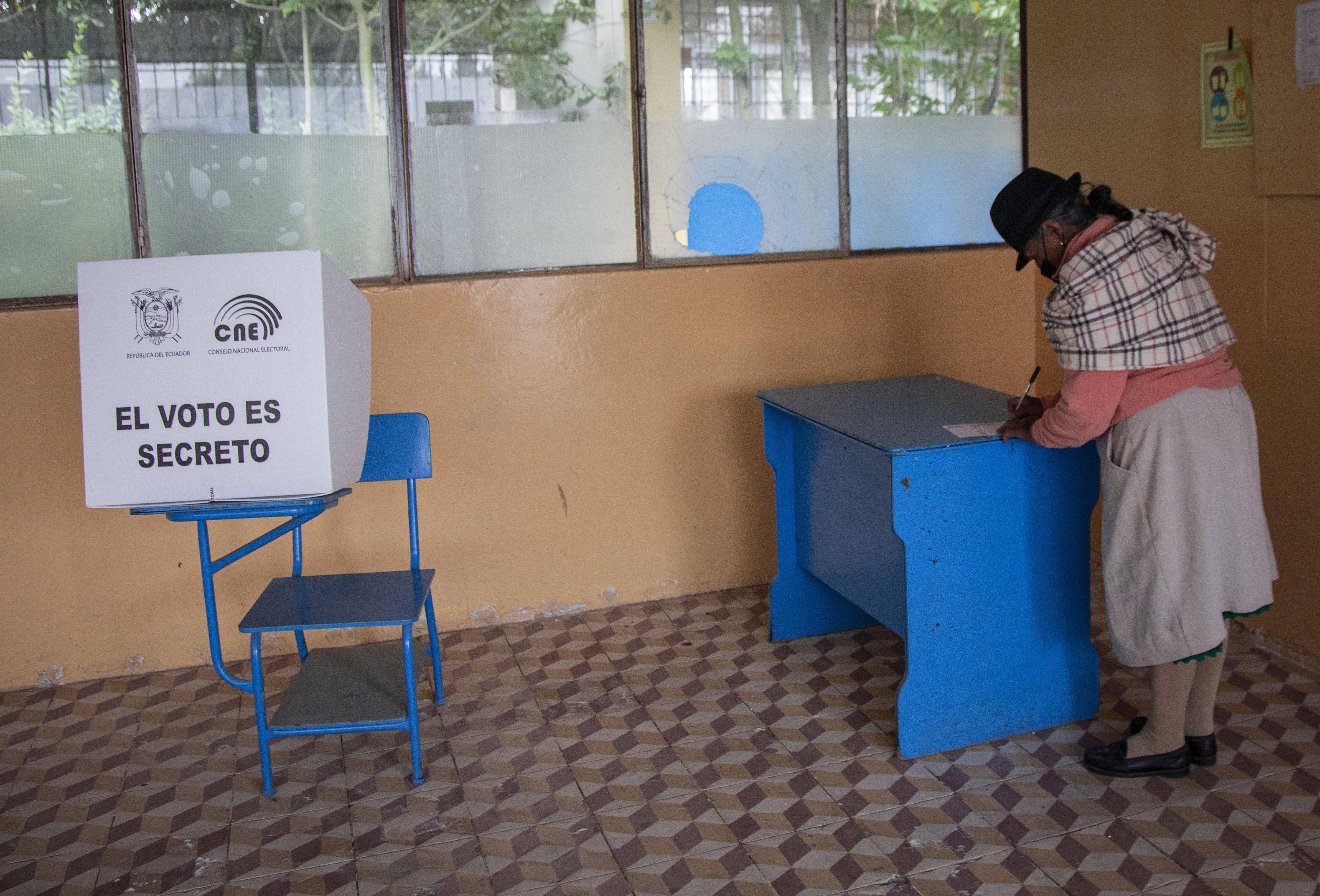 厄瓜多尔举行总统选举第二轮投票