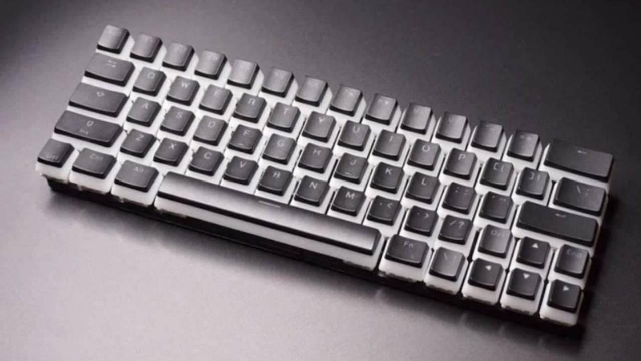 国外厂商推出新型键盘:和弦方式多键输入,最高可达每分钟300词