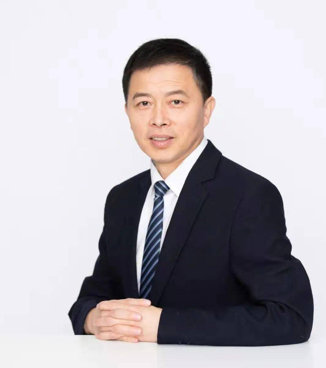 罗志敏, 陈春莲 大学校友组织:公共性建构与组织成长——以武汉大学校友抗疫应急救援行动为例