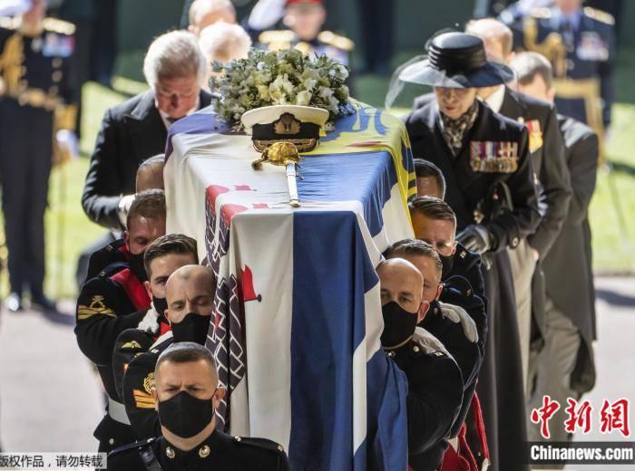 菲利普亲王葬礼举行 英女王率王室成员做最后道别