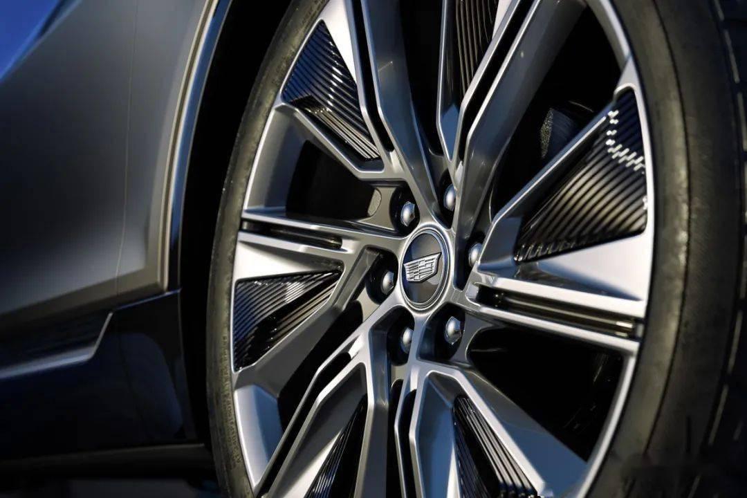 【美式电动又一新作】Cadillac发表首款纯电休旅Lyriq_品牌