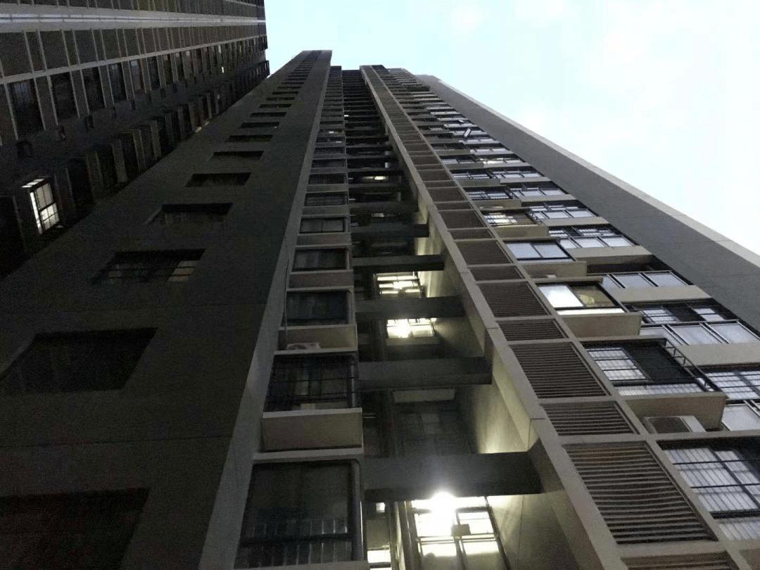 不幸!安装空调的冲击钻从26楼掉落,南宁一婴儿被砸身亡