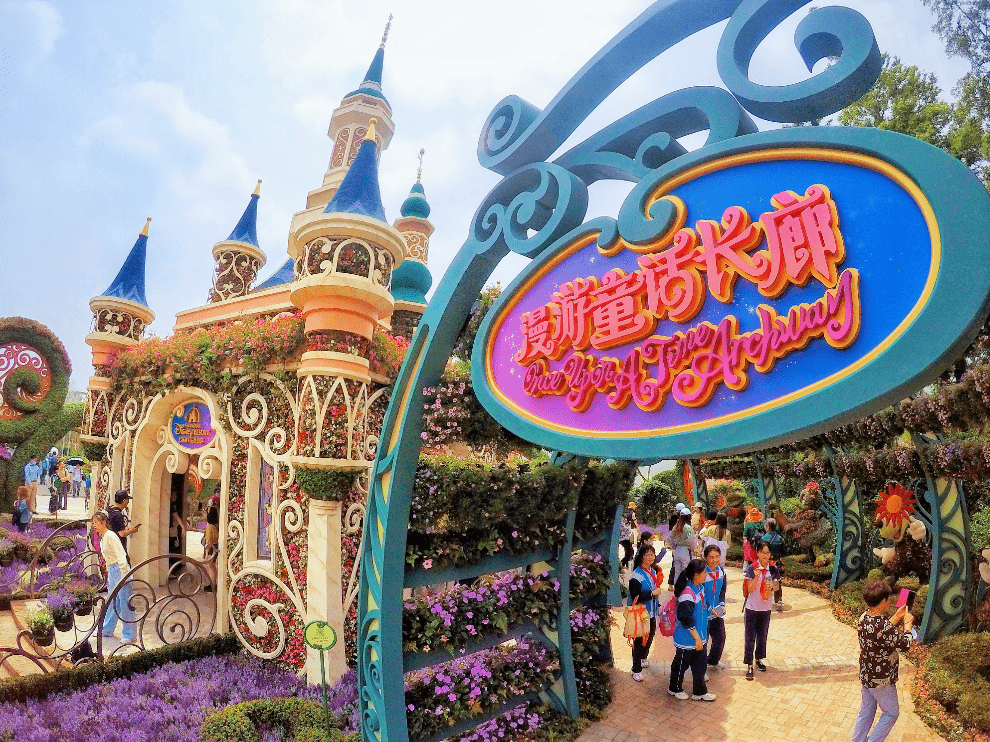 """融合了中国传统文化和迪士尼元素的""""空想奇缘""""展园"""