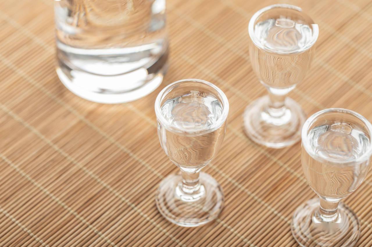 遵义酒协出手清理贴牌背后:酱 酒市场乱象丛生,仁怀一年新增酒企超