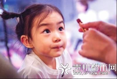 """医生:化妆是为""""遮丑"""",孩子不需要"""