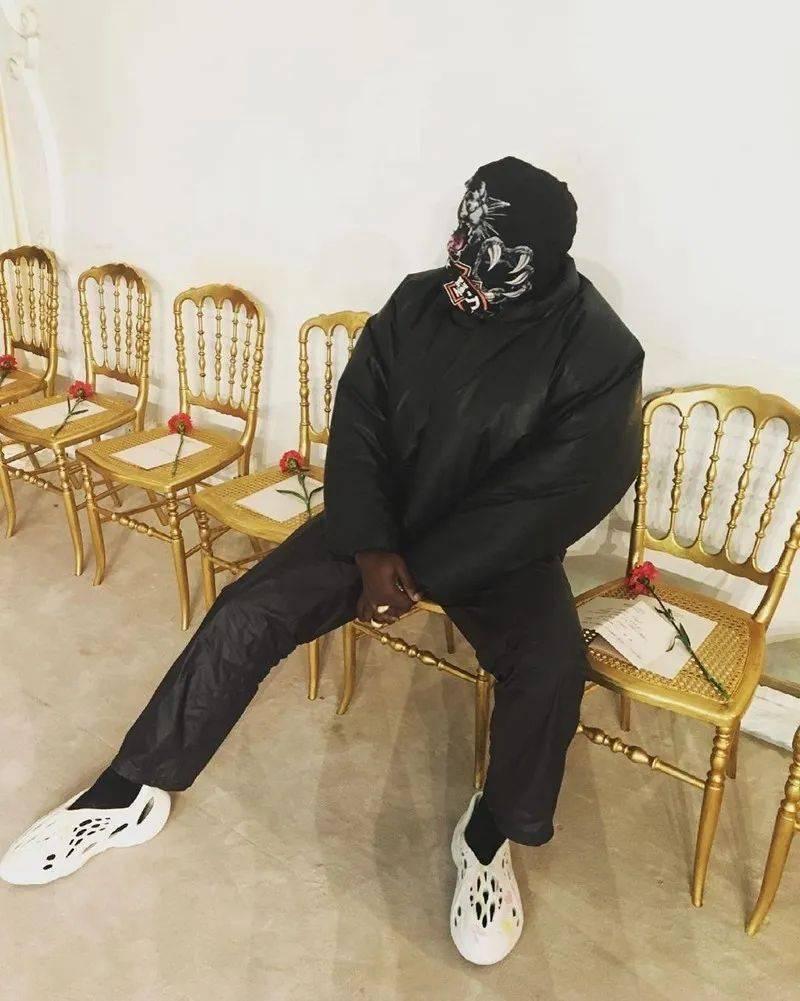 新棉袄 + 新面罩!侃爷「高温」带货!上脚 Nike 袜子太骚了! 爸爸 第7张