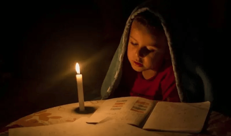 一位妈妈告诉孩子努力读书的原因,越早看到越好