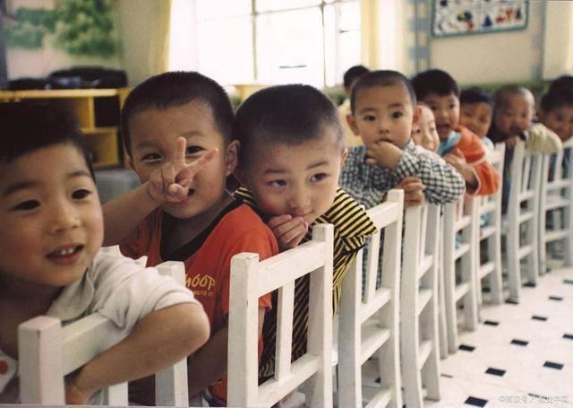 """东方快评丨""""鼓励2至3岁幼儿可入园""""一举多赢"""