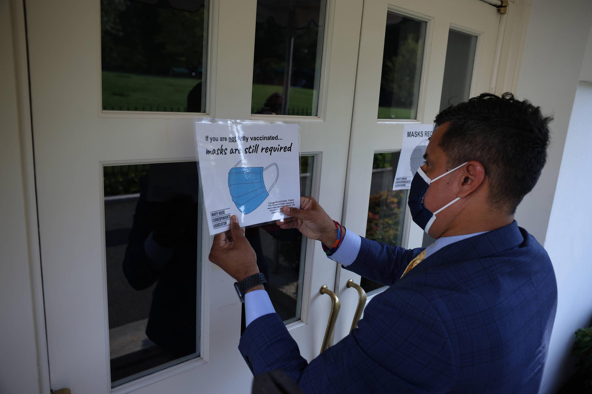 美疾控中心建议疫苗接种者戴口罩,共和党州长:不合常识,不遵守