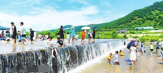 图片新闻:延边持续高温天气 郊外成市民避暑纳凉地