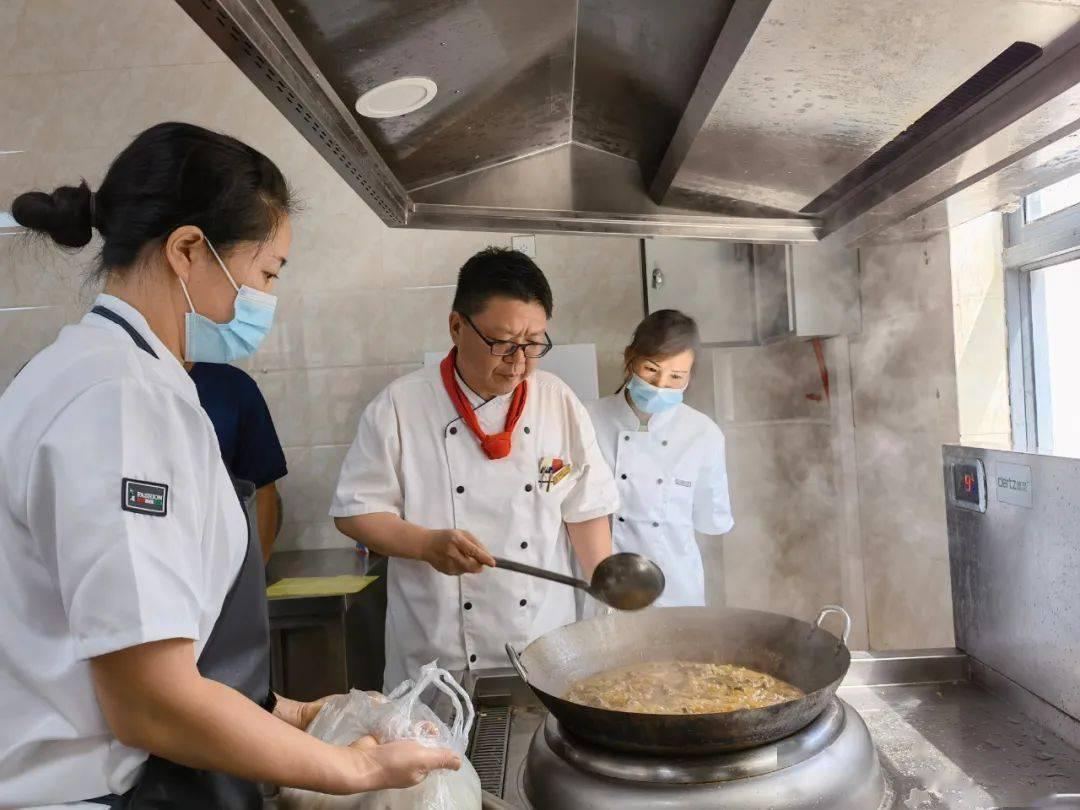 开远市消防救援大队开展星级食堂炊事人员厨艺