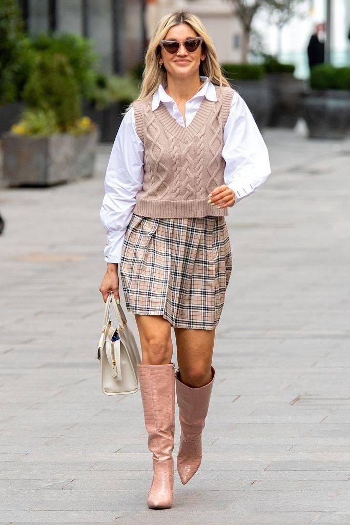 九月开学季!穿学院风针织背心瞬间减龄活力十足
