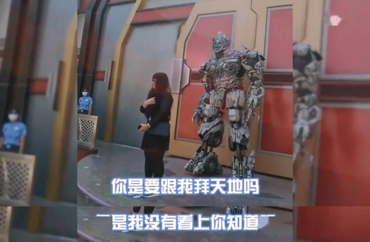 北京环球影城有多接地气?看看这个喋喋不休的威震天就知道了