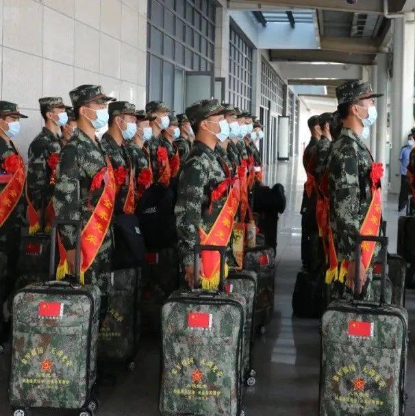 最帅天团来啦!身影遍布广西各大火车站