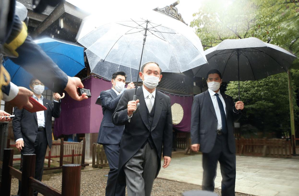 时隔9年多,菅义伟以前首相名义参拜靖国神社
