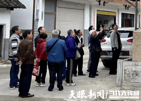 贵阳市纪委市监委机关组织退休干部开展重阳节活动