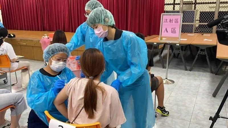 接种台自产疫苗无法赴美 岛内讽刺:吃莱猪也没换来疫苗承认
